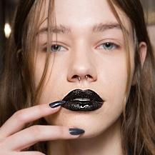 Тренд: губы темных оттенков